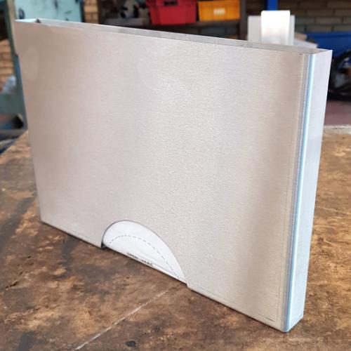Star Industri har her fremstillet en kassette i rustfritstål til at holde en pakke plastikhandsker