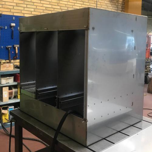 Her har Star Industri lavet en rum delt kasse ved hjælp af laserskæring. buk i kantpresse og svejsning med TIG