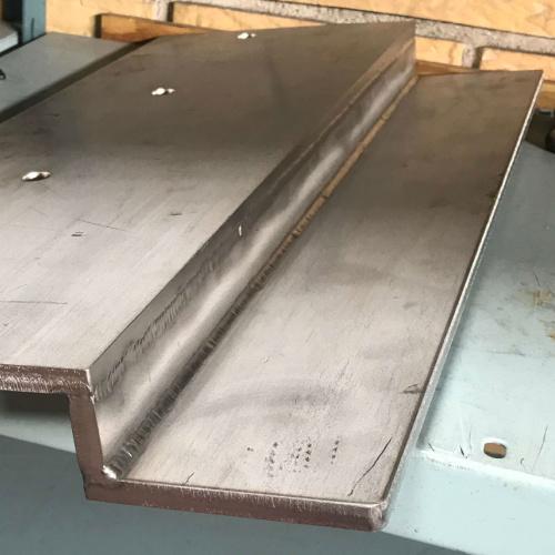 Her ses et emne Star Industri har lavet i laserskære og svejst i rustfrit stål