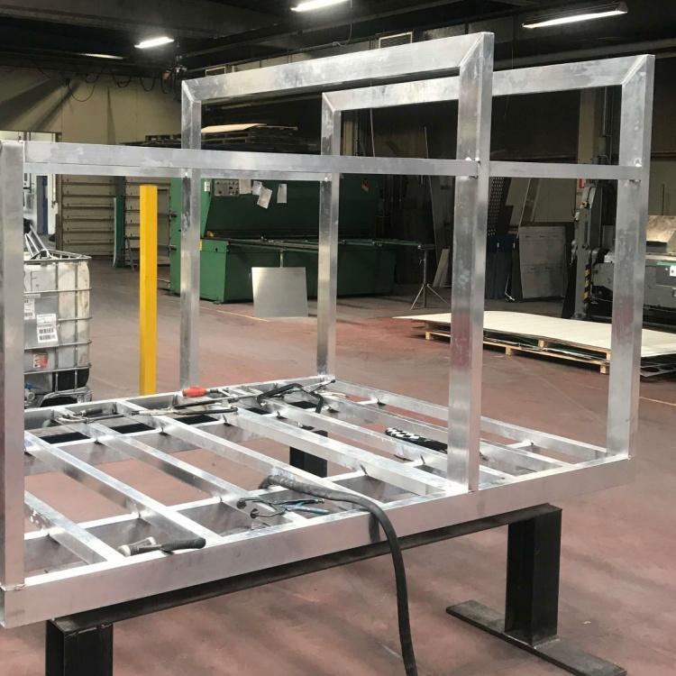 Ladkasse til speciel lastbil udført i alu profiler med gulv i dørkplade der vise at Star Industri også behersker aluminiumssvejsning