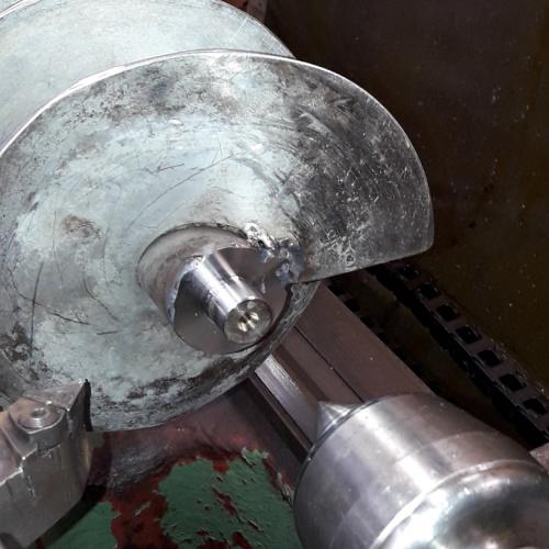 Her drejer Star Industri på en reparationsopgave af en skruesnegl i rustfristål
