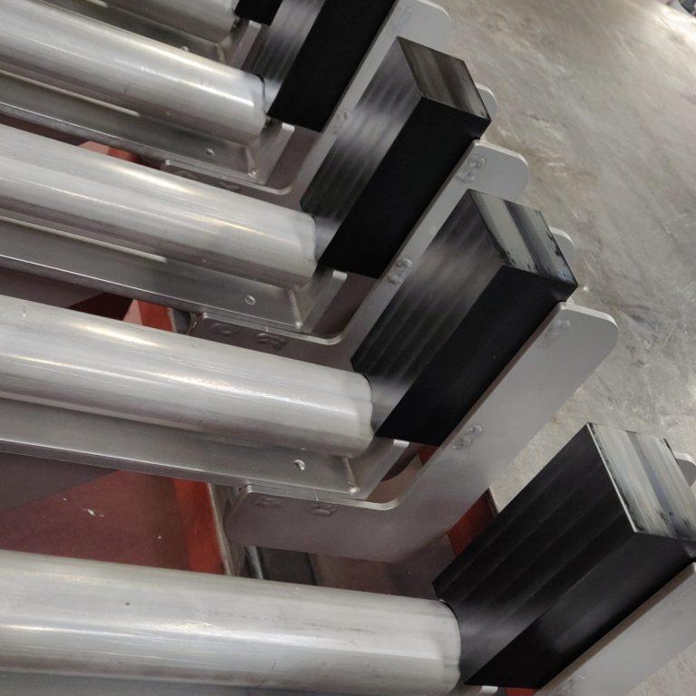 Her ses POM klodser fræs på CNC hos Star Industri, de sidder på en type rullebuk som Star Industri selv har designet og fremstillet flere gang. Rullerne er også CNC drejet