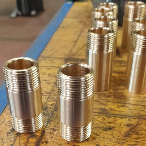 CNC drejet nippelrør i messing drejet og bearbejdet hos Star Industri